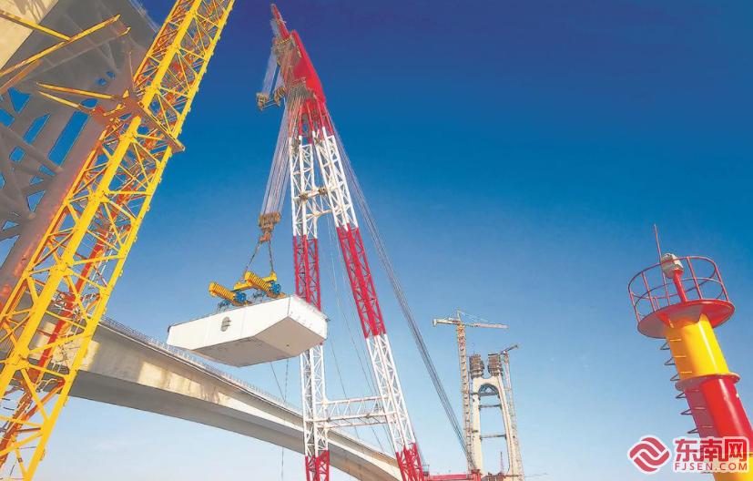 福厦铁路安海湾特大桥首个箱梁吊装完成