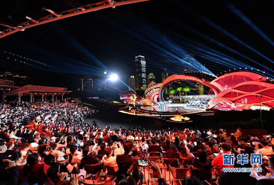 第33届中国电影金鸡奖电影音乐会暨开幕式在厦门举行