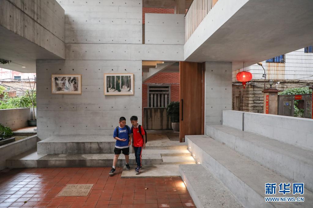 """福建晋江:""""母亲的房子""""图书馆正式对外开放"""