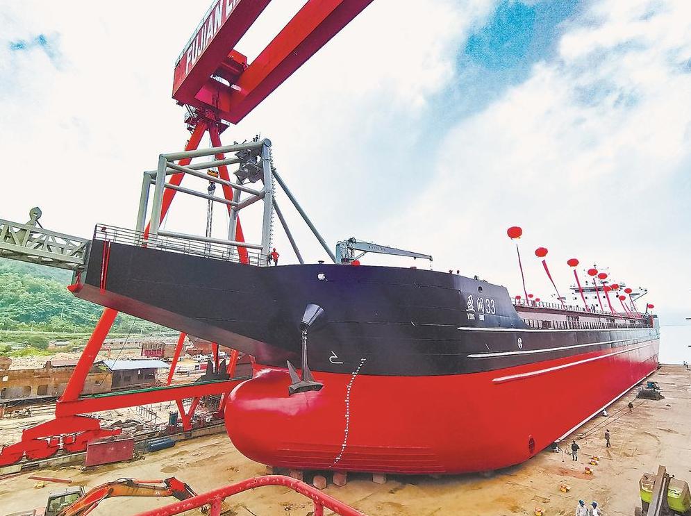 福建省民企建造的最大自卸砂船下水